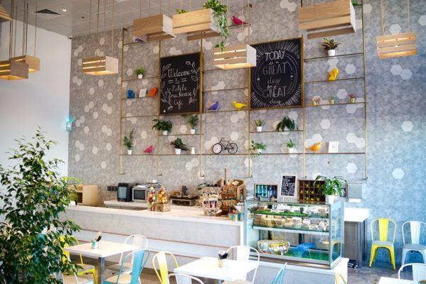 trang trí tường quán cafe