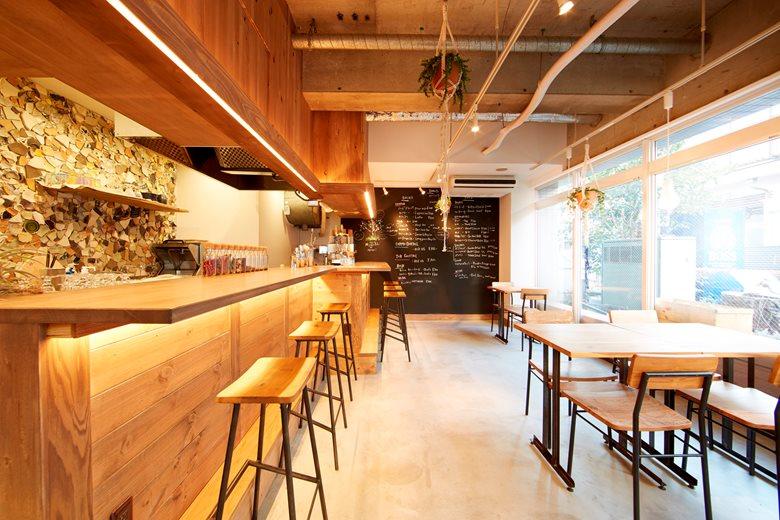 Thiết kế nội thất quán cafe mộc khá giản dị
