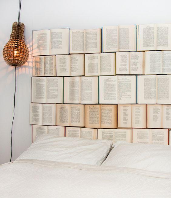 decor tường bằng sách cũ